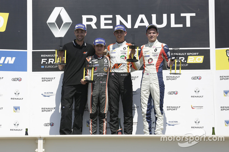 Podyum: 1. Harrison Scott, AVF by Adrian Valles, 2. Lando Norris, Josef Kaufmann Racing, 3. Will Palmer, R-ace GP