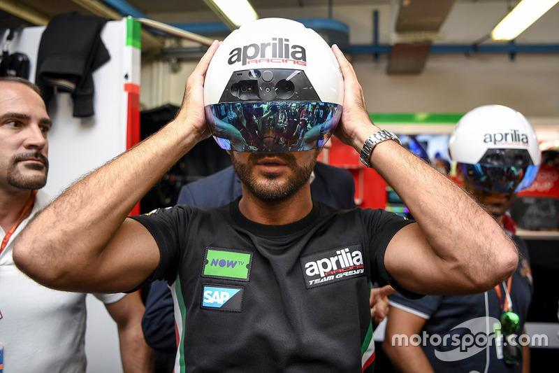 Шлем дополненной реальности для механиков Aprilia Racing Team Gresini