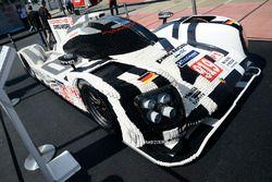 A Porsche 919 Hybrid in legos