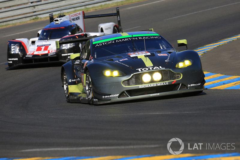 46°: #98 Aston Martin Racing Aston Martin Vantage: Paul Dalla Lana, Pedro Lamy, Mathias Lauda