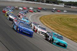Denny Hamlin, Joe Gibbs Racing Toyota, Elliott Sadler, JR Motorsports Chevrolet