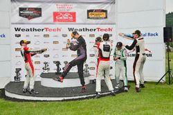 GTD Podium: eerste place Patrick Lindsey, Jörg Bergmeister, Park Place Motorsports, tweede plaats Br