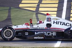 Le vainqueur Helio Castroneves, Team Penske Chevrolet
