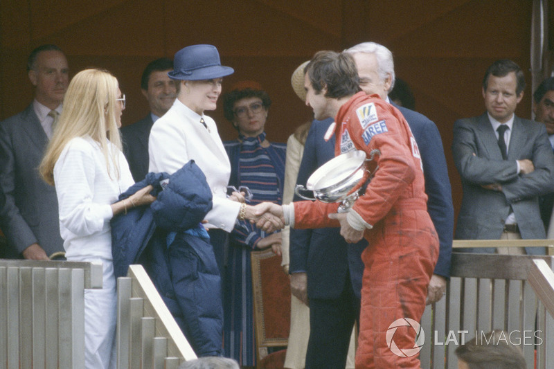 Podium: race winner Carlos Reutemann, Williams FW07B with Prince Rainier and Princess Grace of Monac