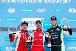 Podium: Christ Johannes Schreiber, Rikli Motorsport; 2. Artemyev, Seat Leon; 3. Danile Nagy, Zengo M