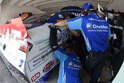 Damage on the car of Elliott Sadler, JR Motorsports Chevrolet