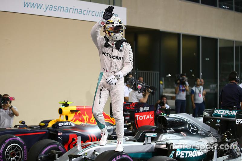 Hamilton chegou à 61ª pole e terminou o ano à frente de Rosberg em grids. Será que o tetra também vem?
