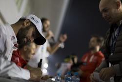Handtekeningensessie: José María López, Citroën World Touring Car Team, Citroën C-Elysée WTCC