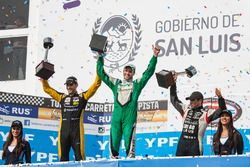 Segundo, Facundo Ardusso, Renault Sport Torino, race winner Agustin Canapino, Jet Racing Chevrolet,