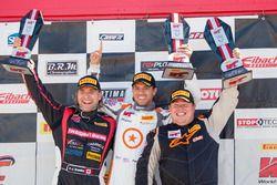 Podio: il primo classificato TCB P.J. Groenke, TechSport Racing, il vincitore della gara TC Paul Hol