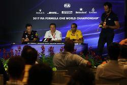 Director de Red Bull Christian Horner, Director Ejecutivo de McLaren Zak Brown y Cyril Abiteboul, Di