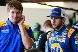 Chase Elliott, Hendrick Motorsports Chevrolet y crewman Jordan Allen