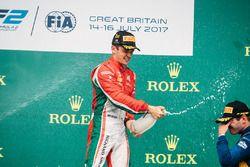 1. Charles Leclerc, PREMA Powerteam; 3. Oliver Rowland, DAMS