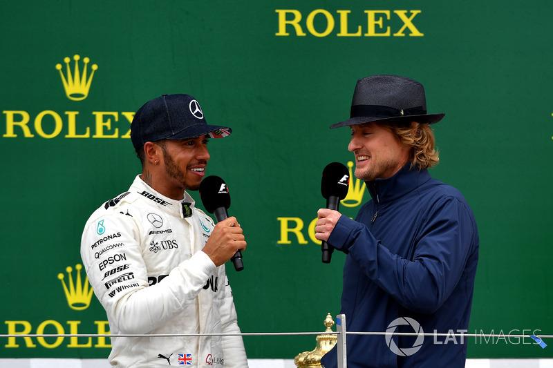 Lewis Hamilton, Mercedes AMG F1, Owen Wilson, Kimi Raikkonen, Ferrari en el podio
