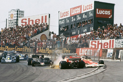 Choque Clay Regazzoni, Ferrari 312T2, James Hunt, McLaren M23
