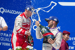 Podio: ganador Sam Bird, DS Virgin Racing, segundo lugar Felix Rosenqvist, Mahindra Racing