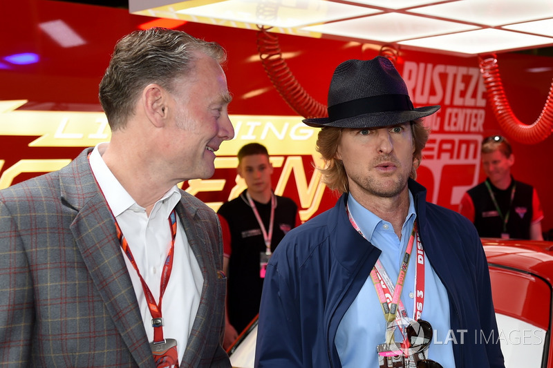 Sean Bratches, Formula One director comercial, y Owen Wilson, Actor