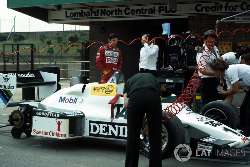 Williams FW08C sendo preparado para o teste