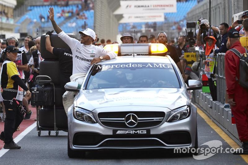 Lewis Hamilton, Mercedes AMG, merayakan raihan pole