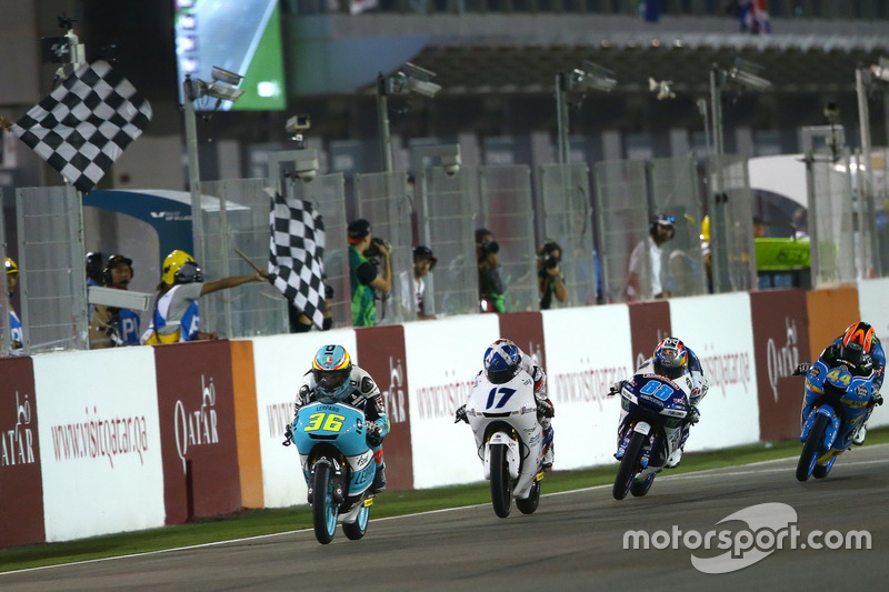Joan Mir, Leopard Racing memenangi Moto3 Qatar 2017