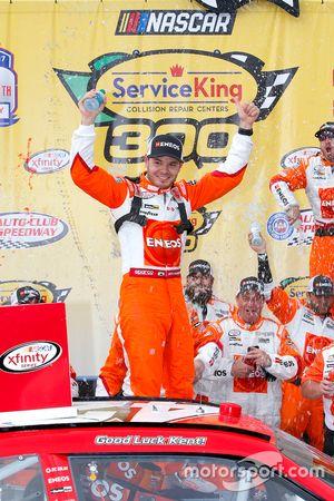 Kyle Larson, Chip Ganassi Racing Chevrolet festeggia nella victory lane