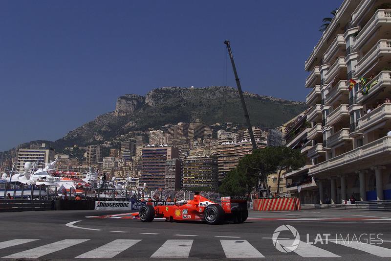 Михаэль Шумахер 5 раз показывал быстрый круг в Монако. Из действующих гонщиков ближе всех к рекорду подобрался Кими Райкконен – он устанавливал здесь лучший круг 3 раза