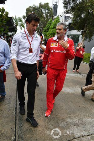 Toto Wolff, directeur de Mercedes Motorsport et Maurizio Arrivabene, directeur de la Scuderia Ferrari