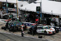 #93 Michael Shank Racing, Acura NSX: Andy Lally, Katherine Legge, Mark Wilkins, Graham Rahal, pit ac