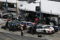 #93 Michael Shank Racing Acura NSX: Andy Lally, Katherine Legge, Mark Wilkins, Graham Rahal, pit act