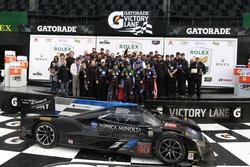 Podyum: 1. #10 Wayne Taylor Racing Cadillac DPi: Ricky Taylor, Jordan Taylor, Max Angelelli, Jeff Gordon ve takım