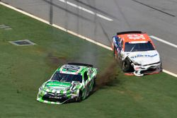 Daniel Suárez, Joe Gibbs Racing Toyota, Mario Gosselin, King Autosport Chevrolet, pierde el control