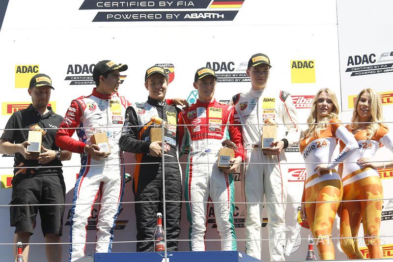 Podium: 1. Felipe Drugovich, Van Amersfoort Racing, 2. Juan Manuel Correa, Prema Powerteam, 3. Marcu
