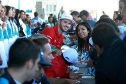 Daniel Abt, ABT Schaeffler Audi Sport with a fan