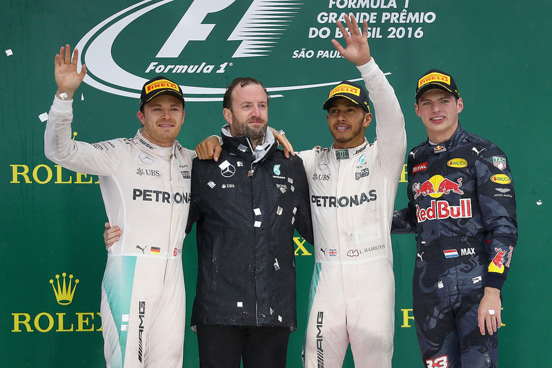 Podio: Nico Rosberg, Mercedes AMG F1, segundo; Lewis Hamilton, Mercedes AMG F1 ganador y Max Verstappen, Red Bull Racing, tercero