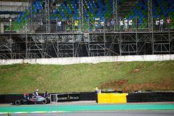 Fernando Alonso, McLaren MP4-31 arrêté lors de la deuxième séance d'essais