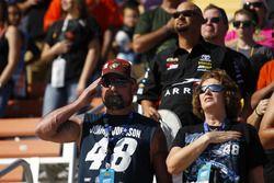Fans von Jimmie Johnson und Carl Edwards