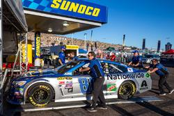 La voiture d'Alex Bowman, Hendrick Motorsports Chevrolet passe l'inspection
