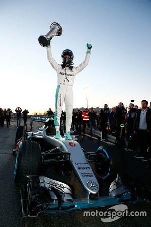 Wereldkampioen Nico Rosberg viert zijn wereldtitel