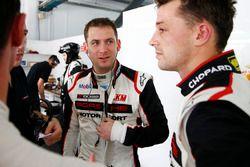 #911 Manthey Racing Porsche 911 GT3R: Earl Bamber, Nick Tandy