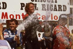 Podium : le vainqueur René Arnoux, Renault, le second Alain Prost, Renault, le troisième Didier Pironi, Ferrari