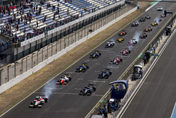 Alex Palou, Campos Racing, leads Luca Ghiotto, RUSSIAN TIME and the rest of the field at the start of the race