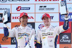 GT500クラスで優勝した#37 KeePer TOM'S LC500の平川亮とニック・キャシディ
