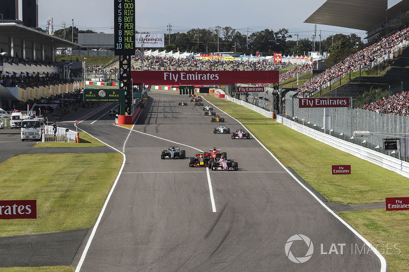 Esteban Ocon, Sahara Force India VJM10, Daniel Ricciardo, Red Bull Racing RB13, Valtteri Bottas, Mercedes-Benz F1 W08 ve Sebastian Vettel, Ferrari SF70H pozisyon mücadelesi