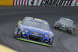 Jimmie Johnson, Hendrick Motorsports Chevrolet and Kurt Busch, Stewart-Haas Racing Ford