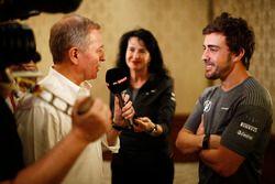 Fernando Alonso habla con los medios sobre la carrera en 2017 de las 500 millas de Indianápolis en u