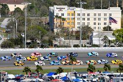 Danica Patrick, Stewart-Haas Racing Ford and Matt Kenseth, Joe Gibbs Racing Toyota