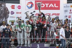 AM-Cup podium: Race winnaar #888 Kessel Racing Ferrari 488 GT3: Jacques Duyver, Marco Zanuttini, Dav