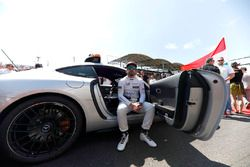 Fernando Alonso, McLaren, dans le Safety Car
