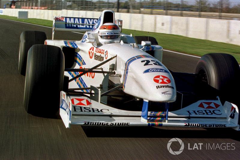 Jackie Stewart con el Stewart Grand Prix Ford SF-1 (1997)