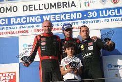 Podio CNT Gara 2: il vincitore della gara Ivan Bellarosa (Avelon Formula; il secondo classificatoGug